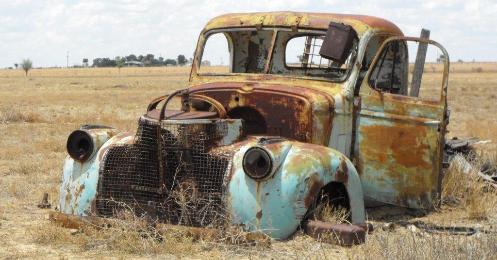 Rozsdás autóroncs, vagy példa a tervezett elavulásra és az abból következő szemétre - vajon meddig lehetett volna még használ?