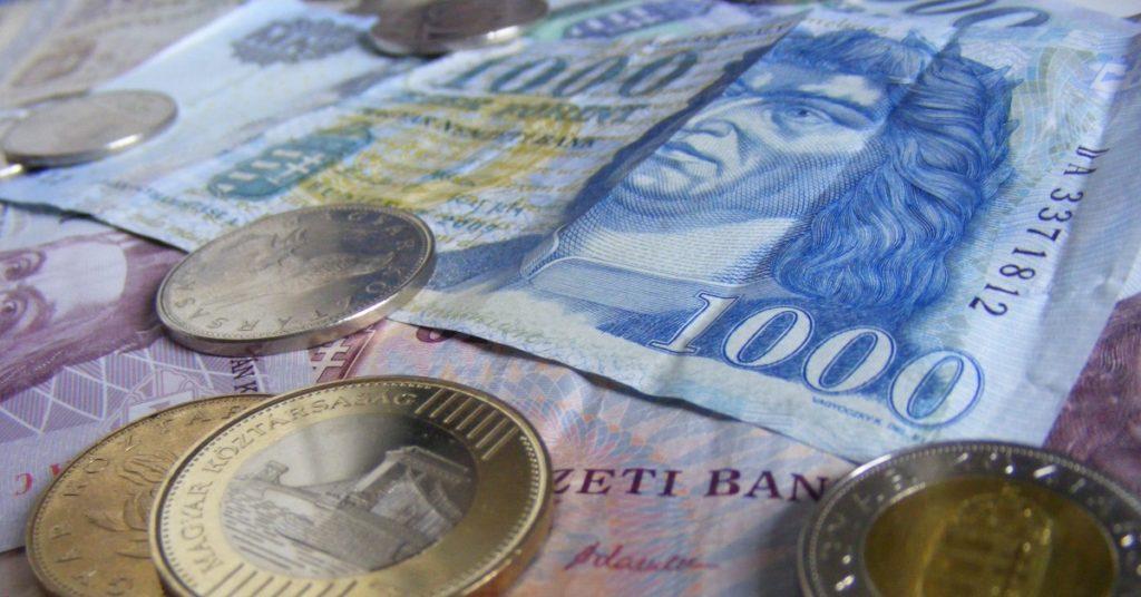 Készpénz - forint érmék és bankjegyek